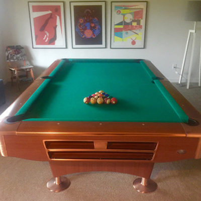 Ball return pool table